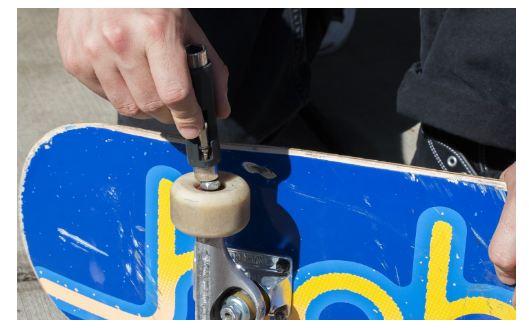 how to change skate bearings