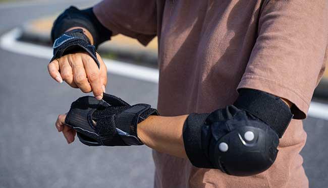 wrist guards skateboard