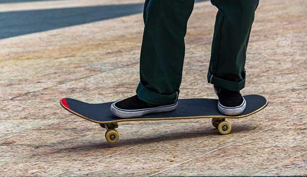 foot position skateboard