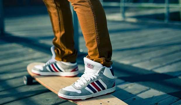 goofy skateboard stance