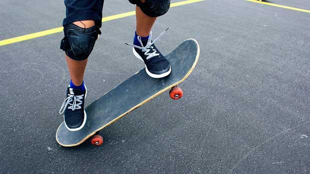 how do you stop a skateboard