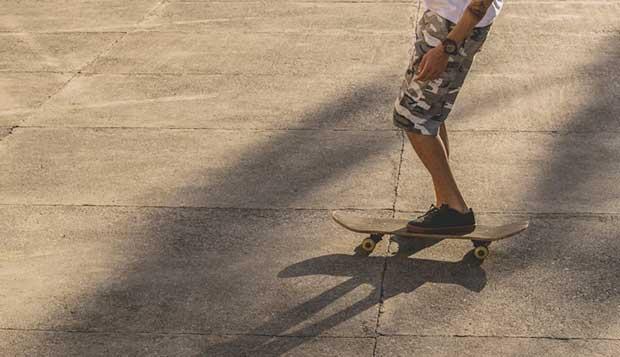 how do you stop on a skateboard