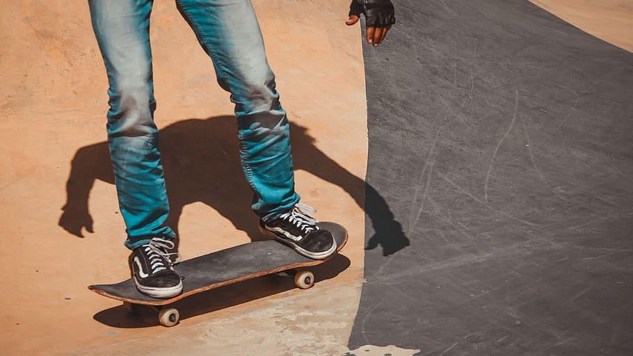 how to kick turn skateboard