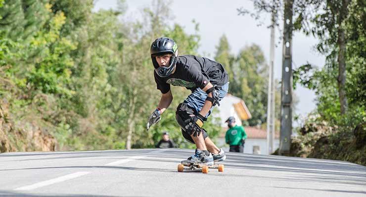 4 Essentials To Prepare For Downhill Skateboarding