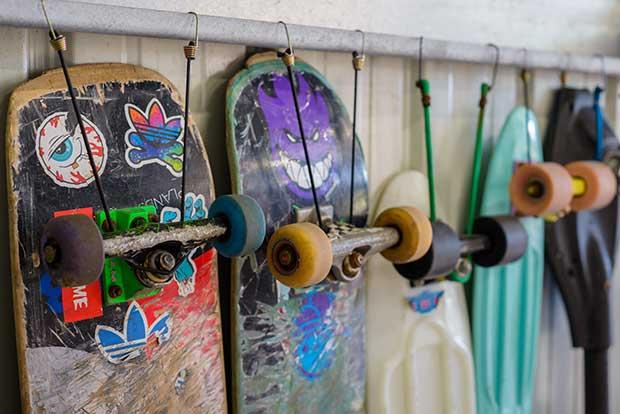 how do skateboard trucks work