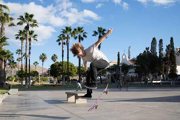 simple skateboard tricks for beginners