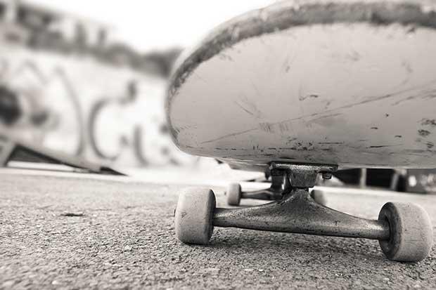 tight or loose skateboard trucks